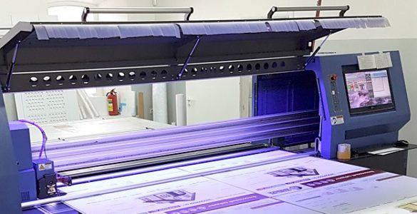 Печать на пластике широкоформатная в Москве