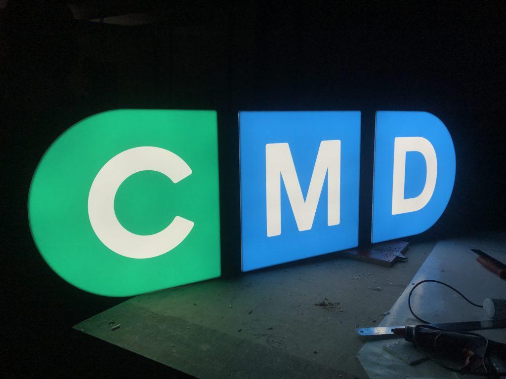 Световые буквы для компании Cmd ИСТ КЛИНИК
